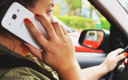 Korzystanie z telefonu podczas jazdy. Instruktor a Kierujący.