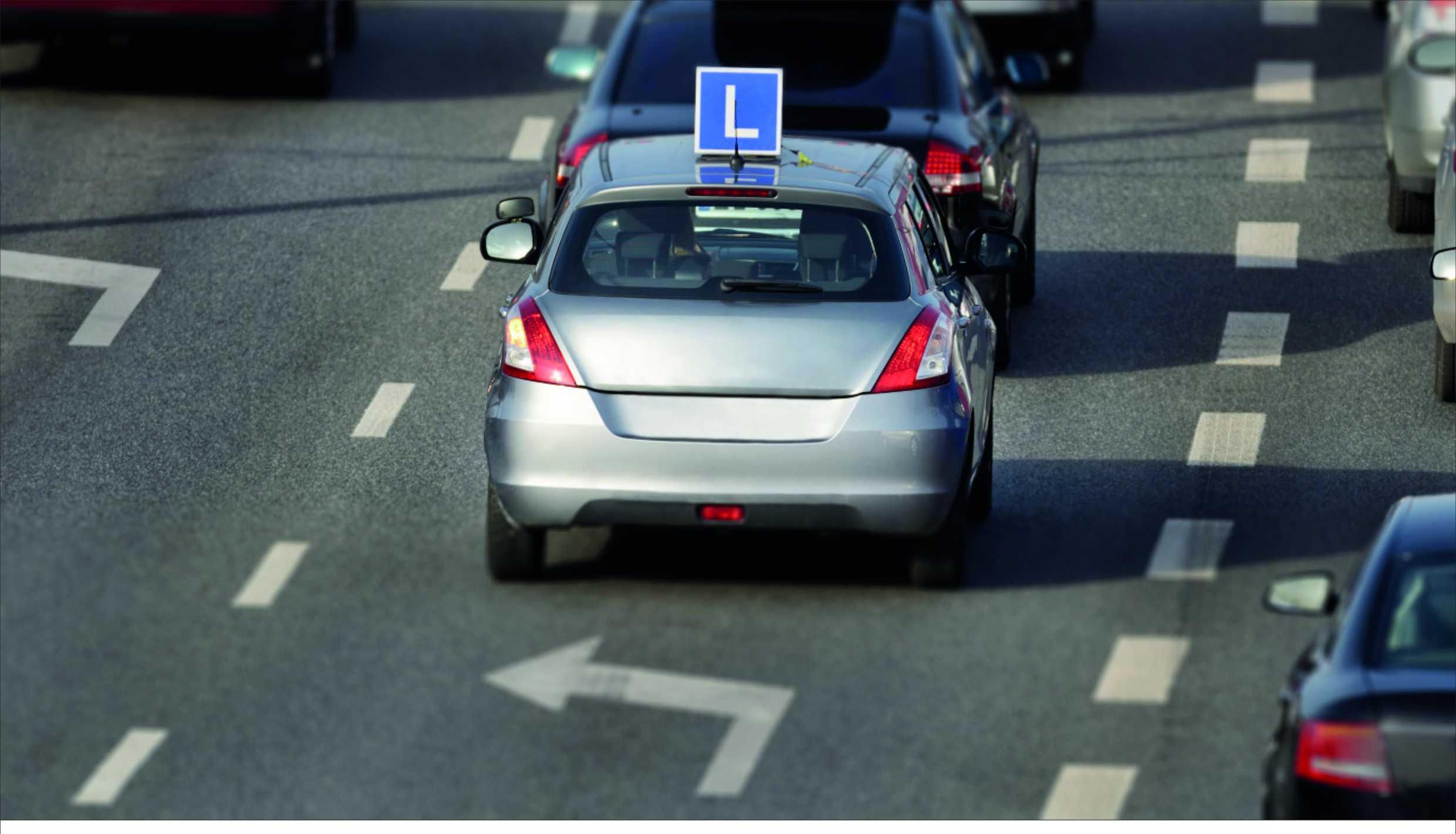 Elementy wyposażenia pojazdu zabronione podczas egzaminu na prawo jazdy.