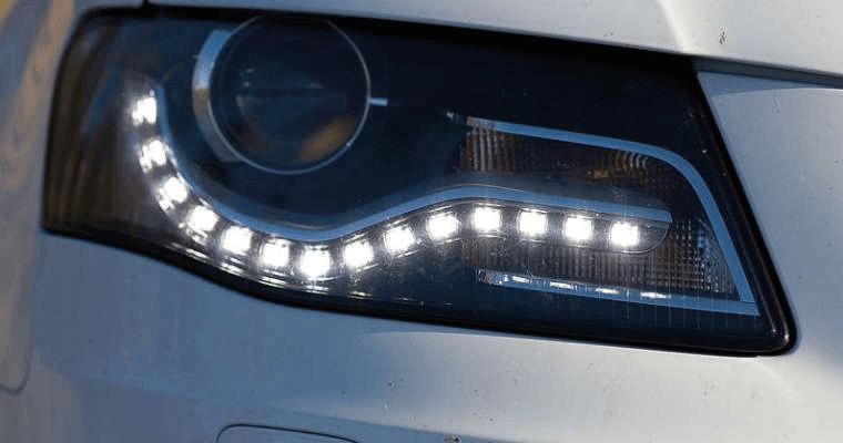 Używanie świateł zewnętrznych, jazda podczas zmniejszonej przejrzystości powietrza.